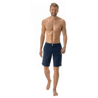 Herren Flat belts Uni - Solid Superflex Long fitted cut Swim shorts, Marineblau frontworn