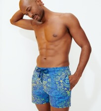 Men Stretch classic Printed - Men Swimwear Stretch Evening Birds, Batik blue frontworn